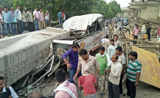 Sập cầu vượt đang thi công tại Ấn Độ, ít nhất 12 người thiệt mạng
