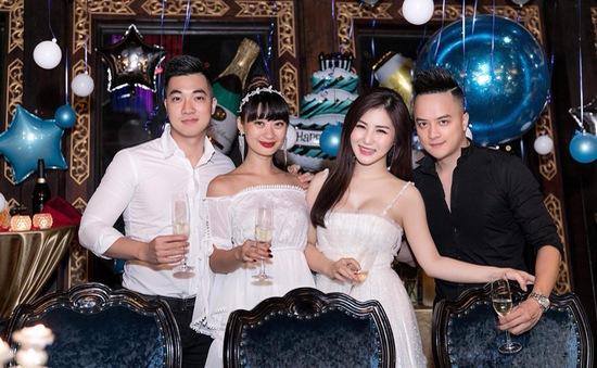 Hương Tràm tổ chức sinh nhật tại du thuyền 5 sao