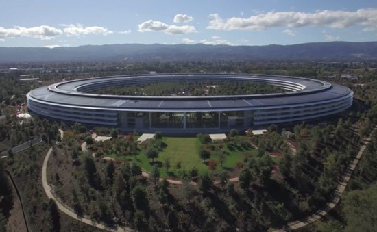 """Chuẩn bị xây trụ sở mới, sếp lớn Apple phát biểu khiến Amazon phải """"xấu hổ"""""""