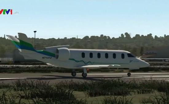 Máy bay chở khách chạy bằng động cơ xăng lai điện