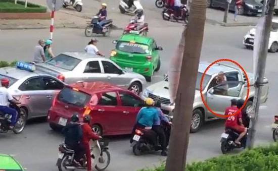 Tạm giữ tài xế lùi ngược chiều làm chết người ở Vinh, Nghệ An