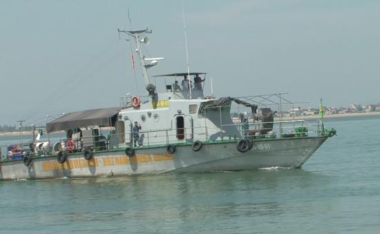 Hà Tĩnh: Bắt 2 tàu cá tận diệt thủy hải sản trên biển