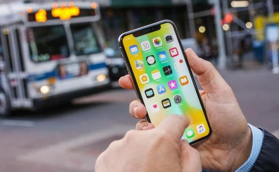 """iPhone X """"xưng vương"""", Apple cho Samsung S9 """"hít khói"""""""