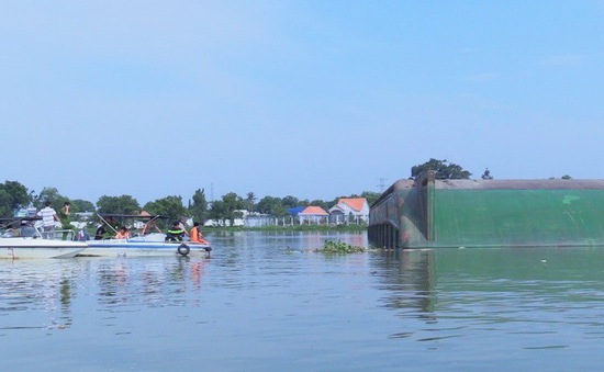 Nguyên nhân lật sà lan trên sông Đồng Nai khiến 3 người thiệt mạng và mất tích