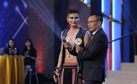 Trai đẹp khiến MC Lại Văn Sâm lần đầu cất tiếng hát trên sân khấu