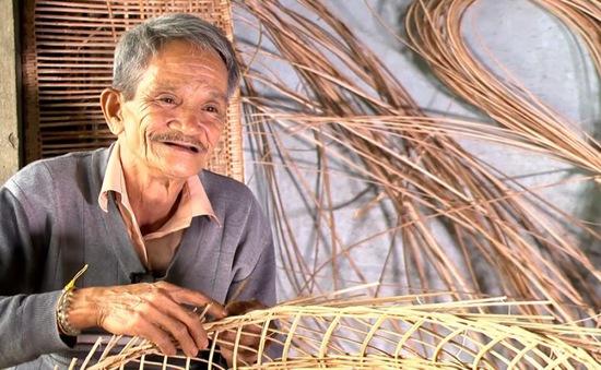 Người giữ lửa nghề đan nôi mây