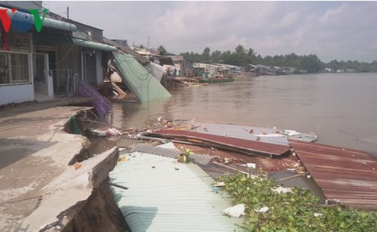 Cần Thơ: Sạt lở nghiêm trọng sau trận mưa lớn, 34 căn nhà bị ảnh hưởng
