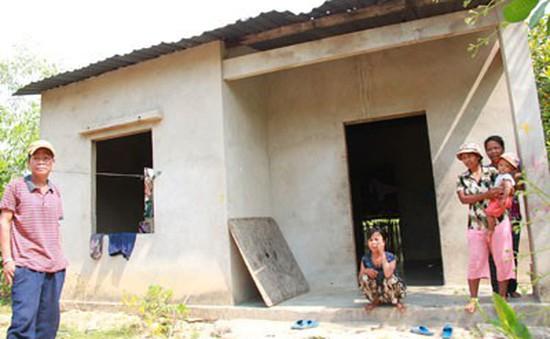 Thiếu đất sản xuất, người dân vùng đồng bào thiểu số nhàn rỗi trong nghèo khó