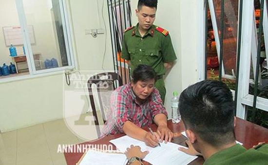 Hà Nội: Một phụ nữ siết cổ lái xe ôm trong phòng trọ để cướp tiền