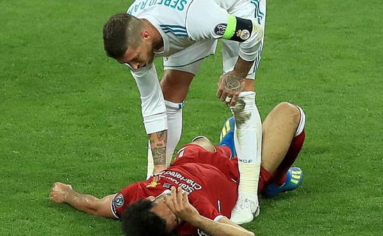 Bộ đôi cựu sao ĐT Anh lên tiếng bênh vực Sergio Ramos