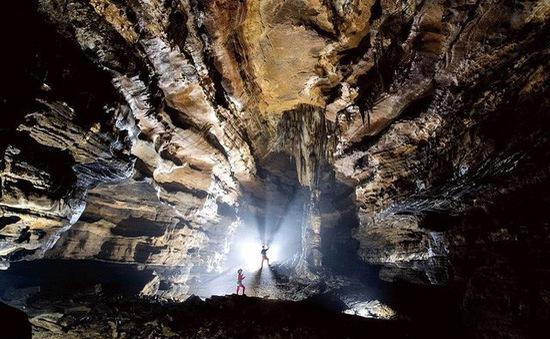 Bên trong hang động có thể chứa vừa... 4 đại kim tự tháp Giza ở Trung Quốc