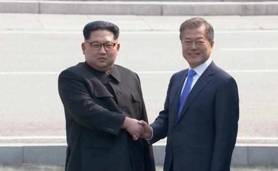 Lãnh đạo Triều Tiên - Hàn Quốc bất ngờ hội đàm