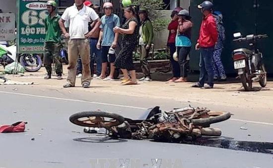 Đắk Lắk: Xe máy va chạm với xe tải, 2 người thương vong