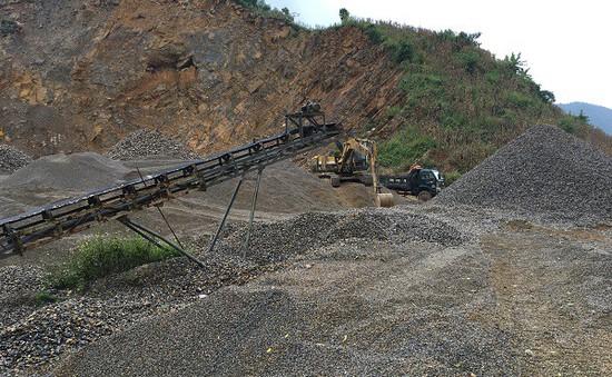 Quảng Nam: Nhiều bãi tập kết cát hết phép vẫn ngang nhiên hoạt động