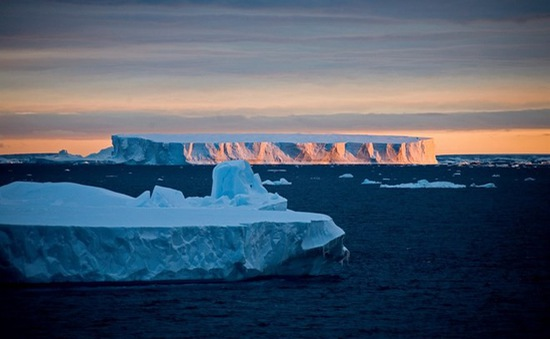 Nam Phi xem xét mua núi băng từ Nam Cực để chống hạn hán