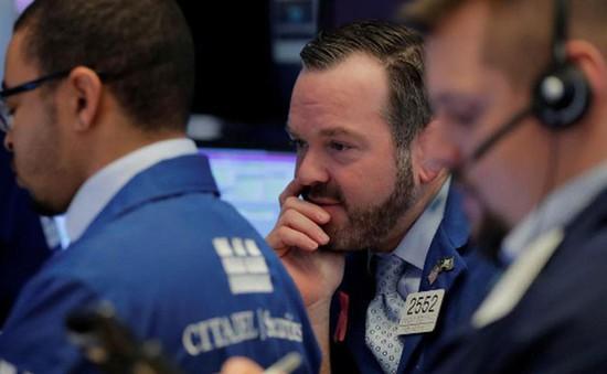 Thị trường chứng khoán Mỹ đồng loạt giảm điểm