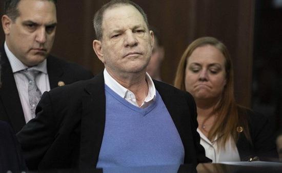 Harvey Weinstein bị truy tố tội hiếp dâm, cưỡng bức tình dục