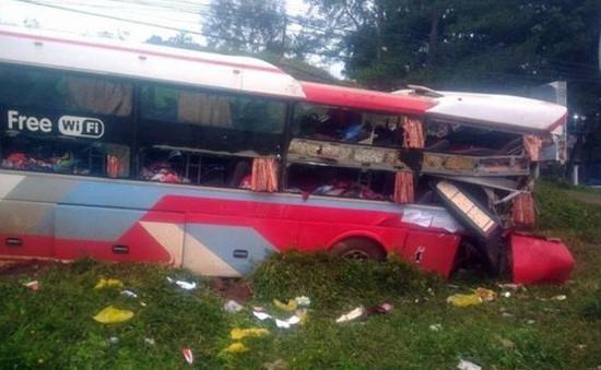 Đắk Nông: Xe container đâm vào đuôi xe khách đang dừng làm hơn 10 người bị thương
