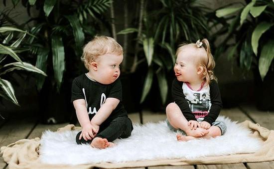 Tình bạn đầy thú vị của hai em bé mắc hội chứng down