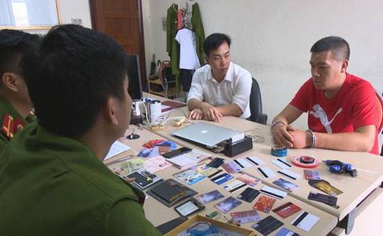 Quảng Ninh: Bắt quả tang đối tượng dùng thẻ ATM giả rút trộm tiền