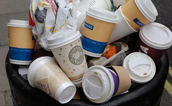 Anh: Quán cà phê thanh toán bằng... nhựa tái chế