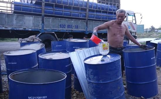 Hàng trăm thùng phuy dầu thải bị xử lý sai quy định ở Cần Thơ