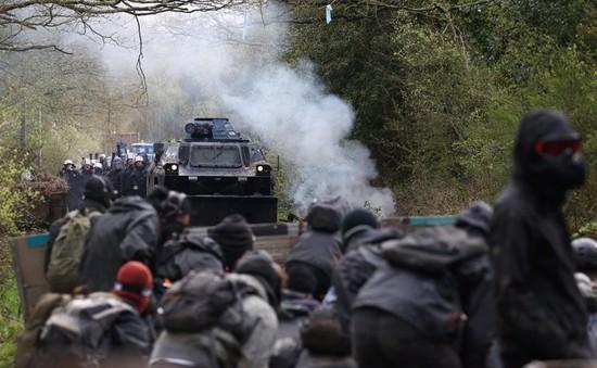 Hàng nghìn người xuống đường biểu tình ở Pháp