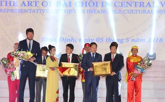 Đón bằng ghi danh nghệ thuật bài chòi của Trung Bộ là di sản thế giới