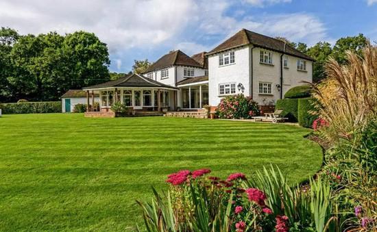 """Đẹp mê mẩn những dinh thự """"bạc tỷ"""" ở vùng ngoại ô nước Anh"""