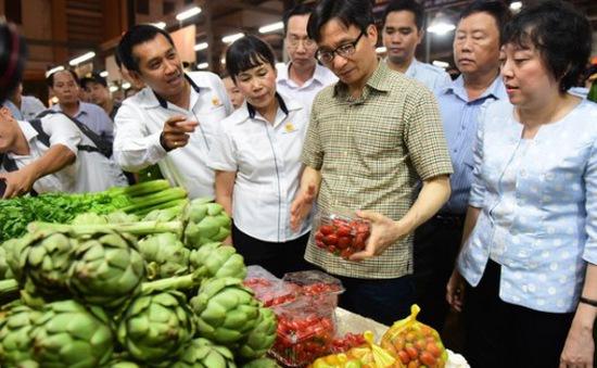 Phó Thủ tướng Vũ Đức Đam kiểm tra ATVSTP tại chợ đầu mối Bình Điền, TP.HCM