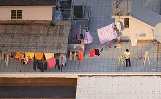 Bộ ảnh chụp cảnh sinh hoạt chân thực trên những mái nhà cao tầng
