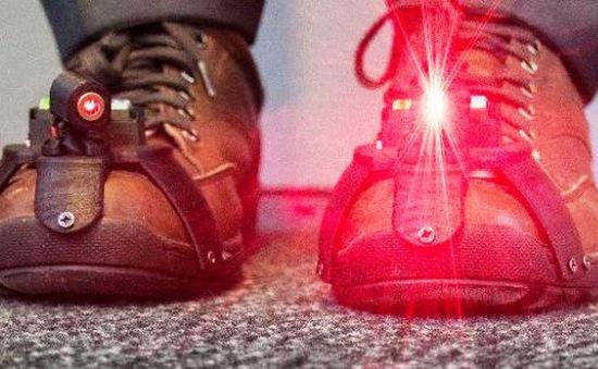 Giày laser làm giảm tê cóng ở bệnh nhân Parkinson