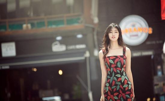 Á hậu Thanh Tú khoe vẻ đẹp mong manh tại Hàn Quốc