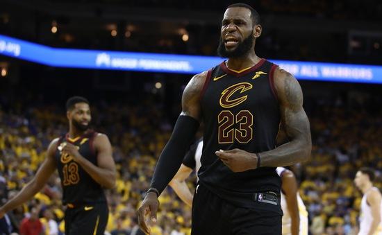 """Game 1 chung kết NBA: LeBron James không """"gánh nổi Cleveland Cavaliers"""