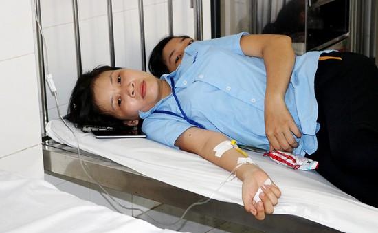 Bến Tre: 50 công nhân nhập viện nghi ngộ độc thực phẩm