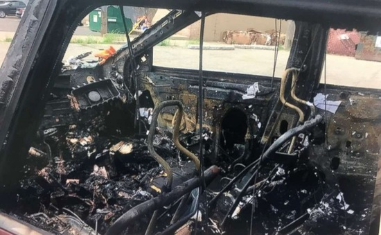 Galaxy S4 và Galaxy S8 bất ngờ phát nổ, đốt cháy xe ô tô