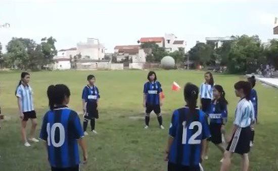 Việc tử tế: Huấn luyện viên bóng đá đặc biệt