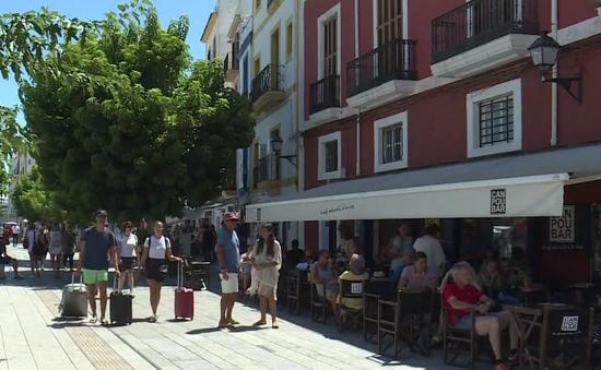Người dân Tây Ban Nha thiếu nhà ở do du lịch phát triển