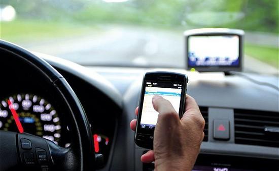 59% người vừa sử dụng điện thoại vừa lái xe