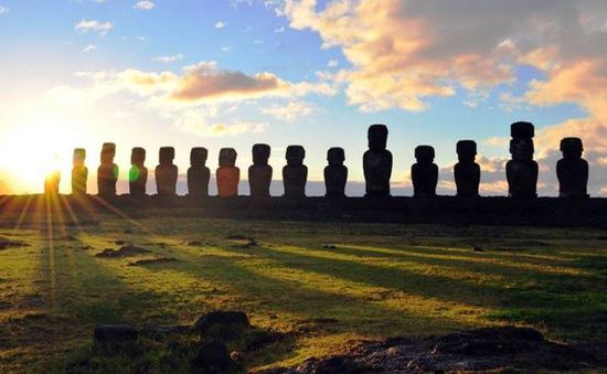 Tượng khổng lồ trên đảo Phục sinh được đội mũ bằng cách nào?