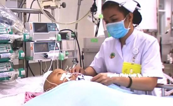 Bình Dương: Bé 1 tuổi bị điện giật vì chơi gần vũng nước nhiễm điện