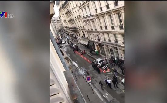 Cảnh sát Pháp giải cứu con tin