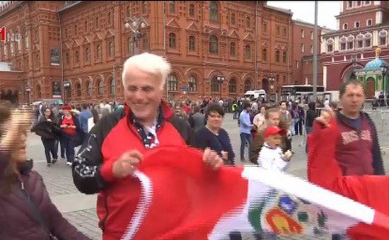 Người Nga tập cười trước thềm World Cup