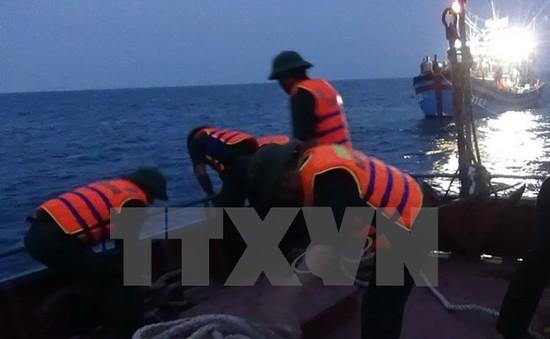 Bến Tre: Cứu hộ kịp thời ngư dân gặp nạn trên biển