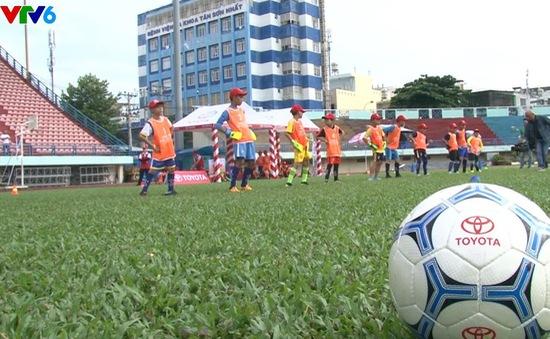 Sân chơi bóng đá cho thiếu nhi hè 2018