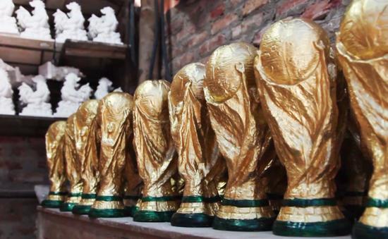 Đột nhập xưởng sản xuất cúp ở Bát Tràng mùa World Cup 2018
