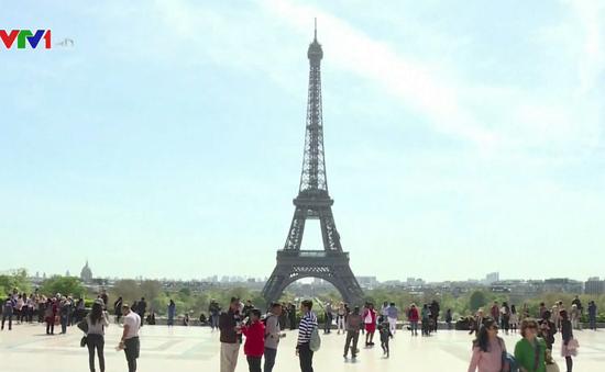 Pháp đảm bảo an ninh cho du khách trong dịp hè tại Paris