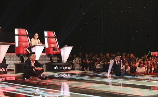"""Giọng hát Việt 2018: Noo Phước Thịnh cởi áo, ngồi dài trên sân khấu """"đe dọa"""" thí sinh không chọn không về"""