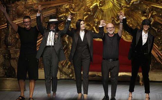 Dàn mẫu nữ U50 hội tụ trong show dành cho nam giới của Dolce & Gabbana