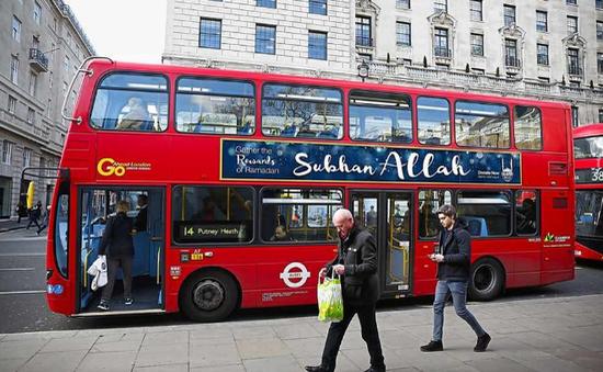 Ai Cập: Xe bus mang thức ăn đến người nghèo nhân tháng Ramadan